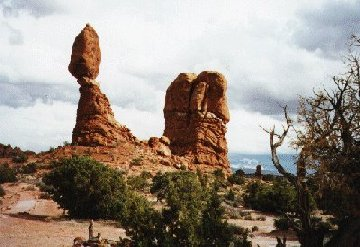 'Balanced Rock' ... NO PICTURE ? ... PLEASE DROP ME A MESSAGE !